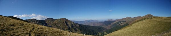 Panorama sur la vallee de Bareille