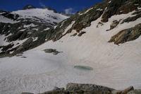 Petit laquet au dessus du Lac Glace, au fond, les Pics et le glacier du Seil de la Baque