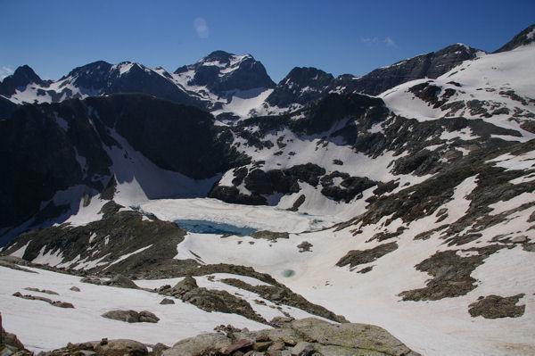 Le lac Glacé surmonté de la Tusse de Montarqué, au fond, le Pic Perdiguère