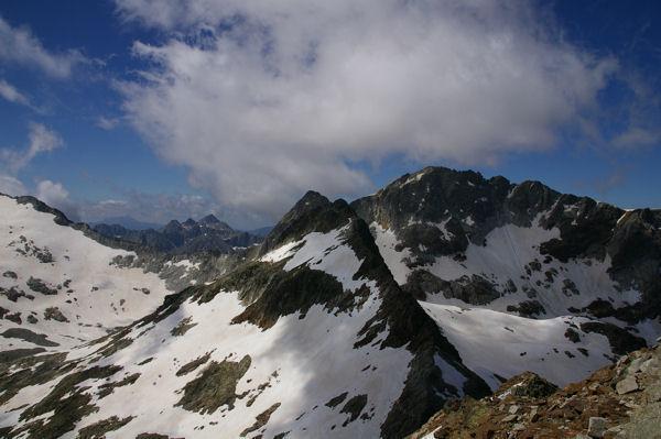 Le Pic Gourdon au premier plan, Le Pic des Gourgs Blancs derrière