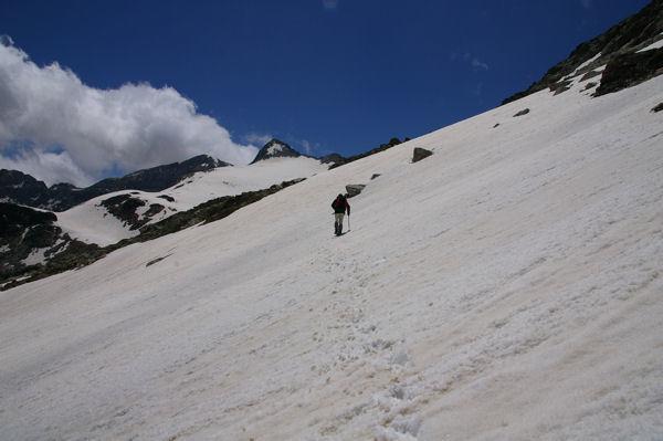 Longue traversée sous le Pic Gourdon pour rejoindre le col des Gourgs Blancs