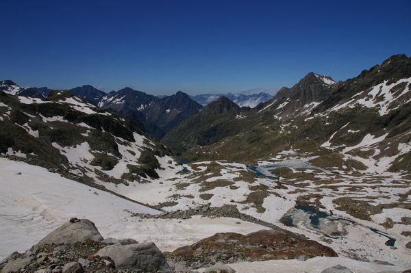 Le Lac du Milieu encore gelé