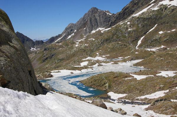 Le Lac du Milieu dominé par le Pic des Isclots