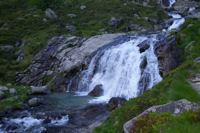 Une petit cascade du torent descendant du lac Saussat