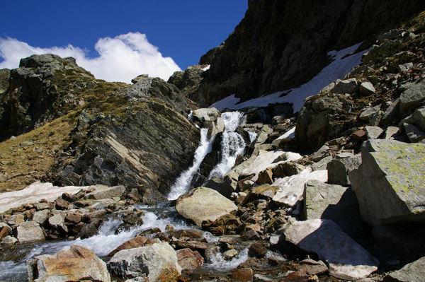 Cascades du torent provenant du lac des Isclots