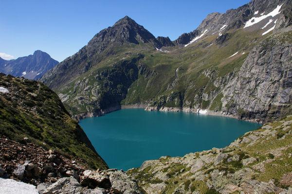 Le lac de Caillauas dominé par le Pic des Cortalets