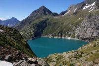 Le lac de Caillauas domine par le Pic des Cortalets