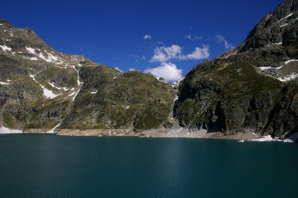 Le lac de Caillauas, au fond le col des Gourgs Blancs