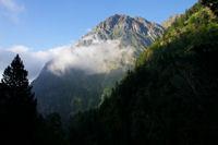 Le Pic de Pichaderes depuis les gorges de Clarabide