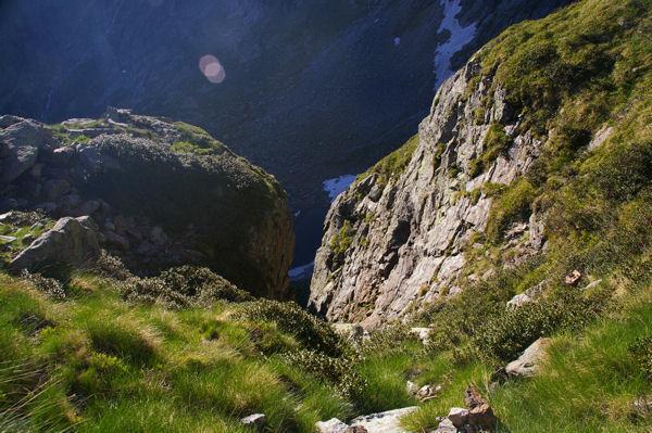La brèche lmaisse apparaître le lac de la Coume de l&#39Abesque
