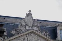 Le fronton du Palais Niel, rue Montoulieu Saint-Jacques