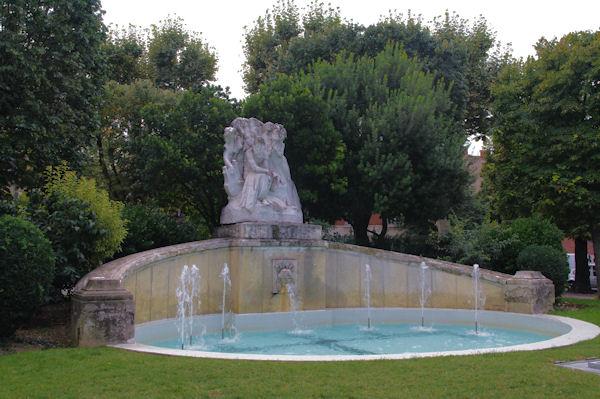 Fontaine allées Frédéric Mistral