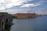 Le Pont Neuf sur la Garonne et Hotel Dieu - Saint Jacques depuis le quai de la Dorade