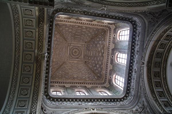 Le clocher de l_église Saint Pierre, vu de dessous