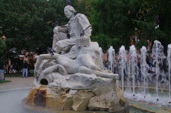 La statue du poête occitan Goudouli, place Wilson