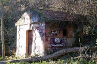 Un abri dans le Bois de la Linasse