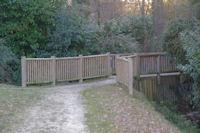 Une passerelle sur le ruisseau des Arnis