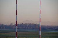 Le Pic de St Barthelemy depuis le bout de la piste de l'aerodrome de Lasbordes