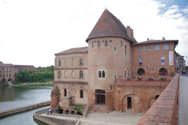 La tour de Défence au bord du Tarn à Villemur