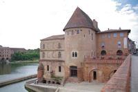 La tour de Defence au bord du Tarn a Villemur