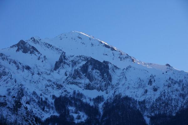 Le Pic du Midi d_Arren éclairé des derniers rayons de soleil