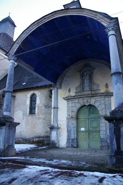 Le parvis de la Chapelle de Pouey Laun