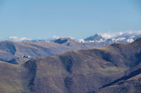 Super Bagneres et la crete du Pic de Cecire, derriere, le Pic de Mauberme
