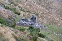 Une grange en ruine au dessus du Bois de Prèze