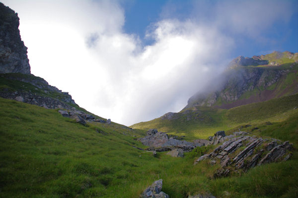 Le Col de Paloumère en vue avec des remontées nuageuses du la vallée d_Estaing