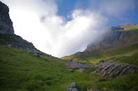 Le Col de Paloumere en vue avec des remontees nuageuses du la vallee d'Estaing