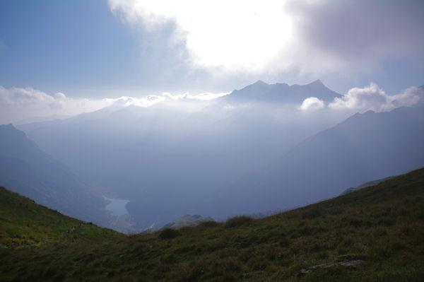 La vallée d_Estaing surmontée du Soum de Grum et du Pic de Monné