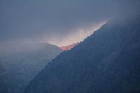 Le cretes au dessus du Lac de Migouelou s'illumine