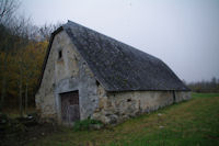 Une grange au bord du gave d'Arrens