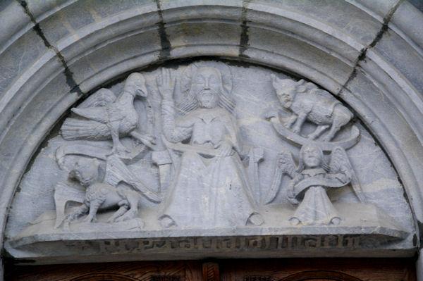 Le fronton de l_église d_Arrens