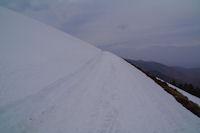 Le chemin sous le Mont Merag