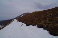 Le chemin sous le Mont Merag, au fond, le Pic de Mont Aspet