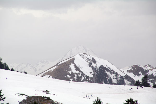 Le Mont Arrouy avec au second plan, le Pic du Midi de Bigorre