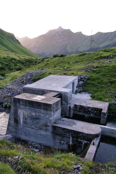 Les vannes qui permettent de passer rive gauche du LAbas sans difficultés