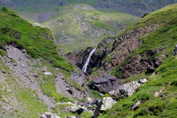 Belle cascade sur le ruisseau descendant du Pic de Louesque