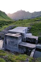 Les vannes qui permettent de passer rive gauche du LAbas sans difficultes