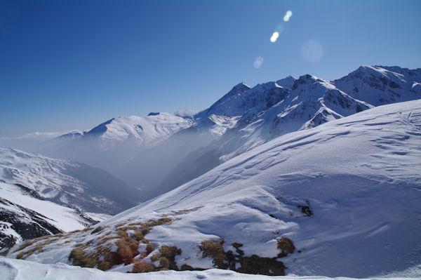 La vallée du Neez, au fond, le Pic du Midi de Bigorre