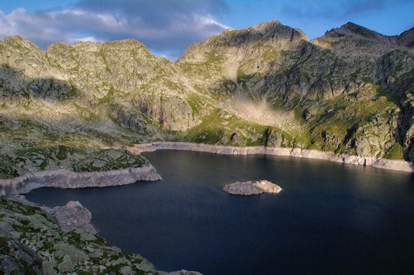 Le Lac de Migouélou, au dessus, la Carnau, le Col des Alianes, le Pic et le Col de Palada puis le Milhas