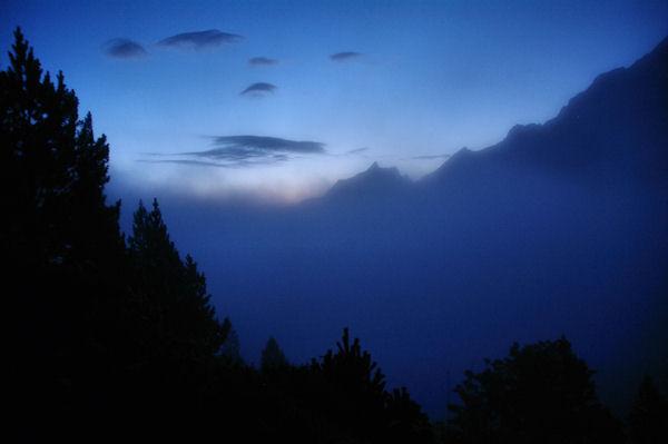 Brumes matinales sur la vallée d_Arrens