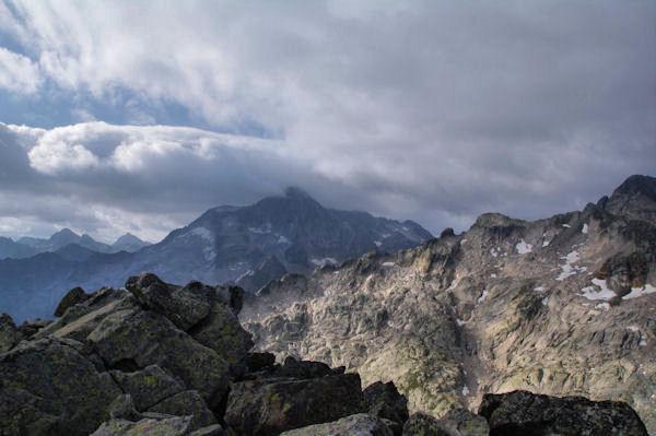 Le Pic de Balaïtous dans les nuages