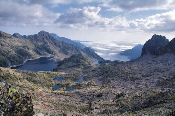Les Laccarats et le Lac de Migouélou, mer de nuages sur Arrens