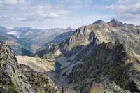 Les Lacs de Carnau et au fond, la vallee de Soussoueou