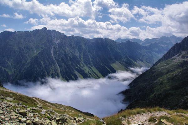 La vallée du Gave d_Arrens toujours dans les nuages