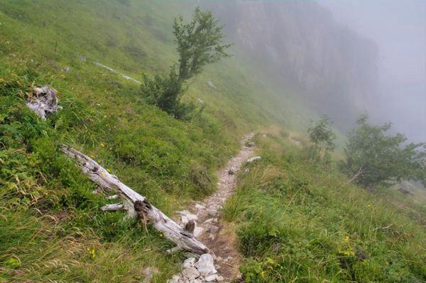 Brumes de vallée en descendant vers le Plaa d_Aste