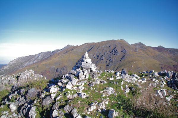 Le Pic de Navaillo et son cairn pointant sur le Soum d_Arrouy