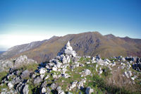 Le Pic de Navaillo et son cairn pointant sur le Soum d'Arrouy